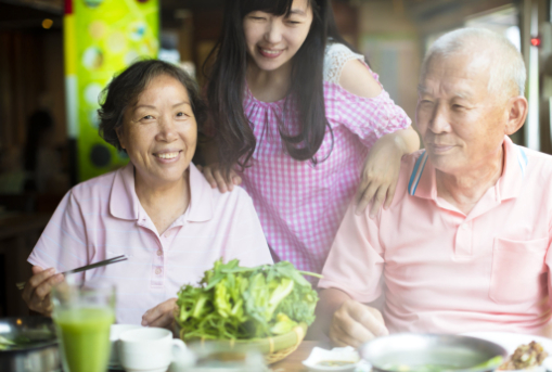 How Seniors Benefit from Living in a Care Facility